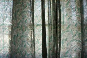 花柄のカーテン