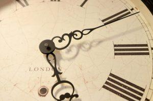 5時を指す時計