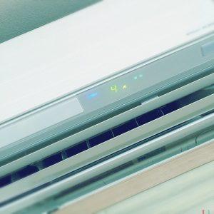 寒い部屋のエアコン