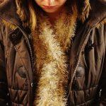 茶色いダウンジャケット