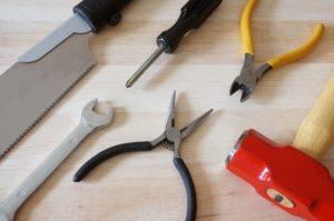 ドライバーやペンチなどの工具