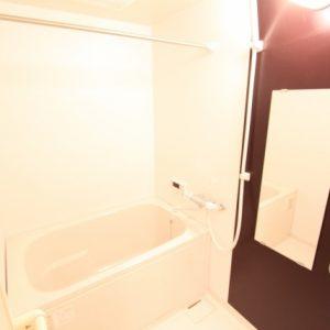 白い壁のお風呂場