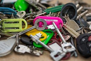 雑多に散らかった無数の鍵