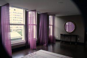紫色のカーテン