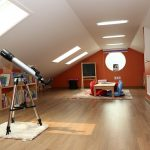 フローリングの屋根裏部屋