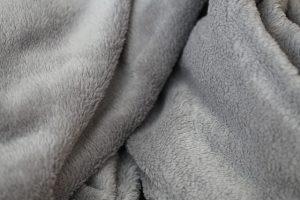 灰色の毛布