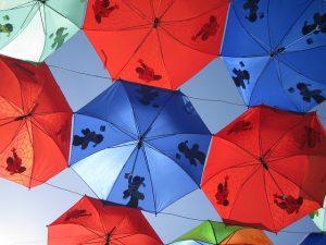赤と青の傘