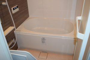 白いきれいな浴槽